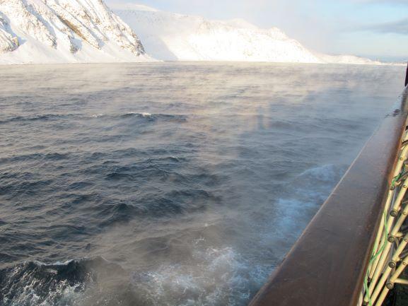 """Im Nordatlantik: Das Wasser ist wärmer als die Luft und """"dampft"""""""