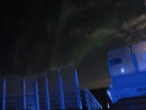 Polarlichter über dem Schiff