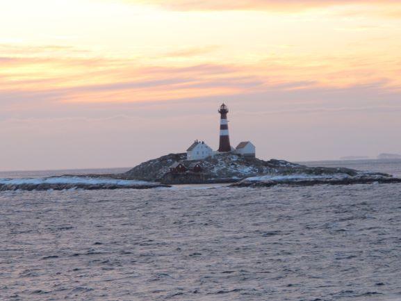 Eine kleine Insel mit Leuchtturm